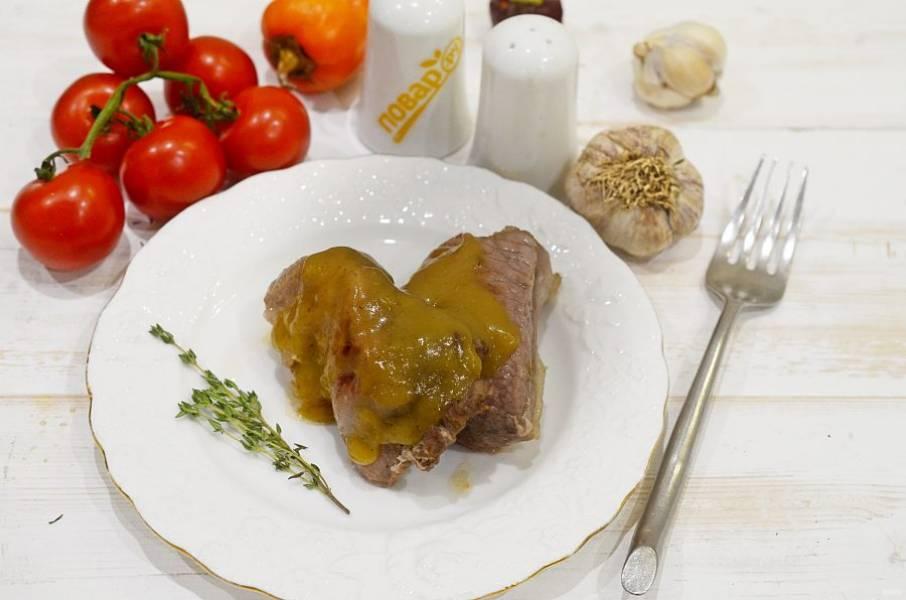 7. При подаче полейте мясо оставшимся соусом.