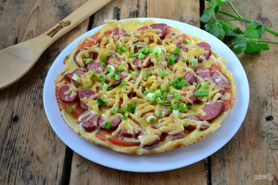 Пицца «Моментальная» готова! Как видите, она действительно готовится за считанные минуты. Приятного аппетита!
