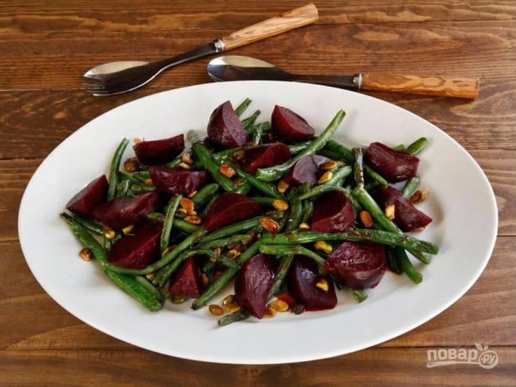 Салат посолите и поперчите по вкусу. Приятного аппетита!