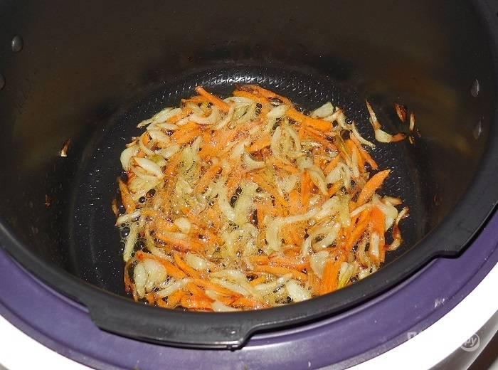 """Готовьте овощи в режиме """"Жарка"""" в течение 5-7 минут в масле."""