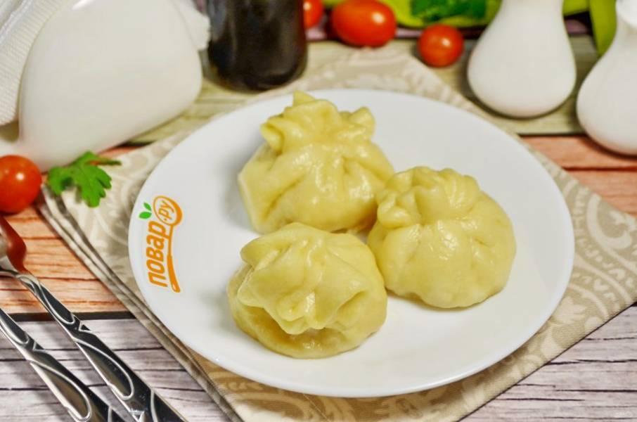 11. Осторожно переложите их в тарелочки и подайте горячими к столу.