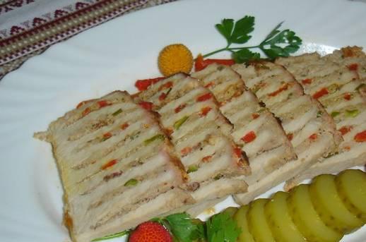 При подаче на стол мясо красиво нарезаем. Приятного аппетита!