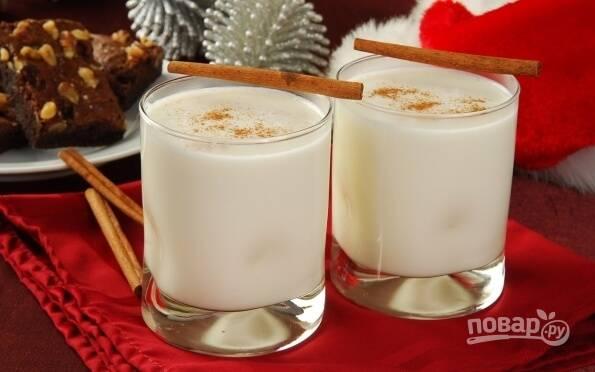 Молочный коктейль из молока и мороженого