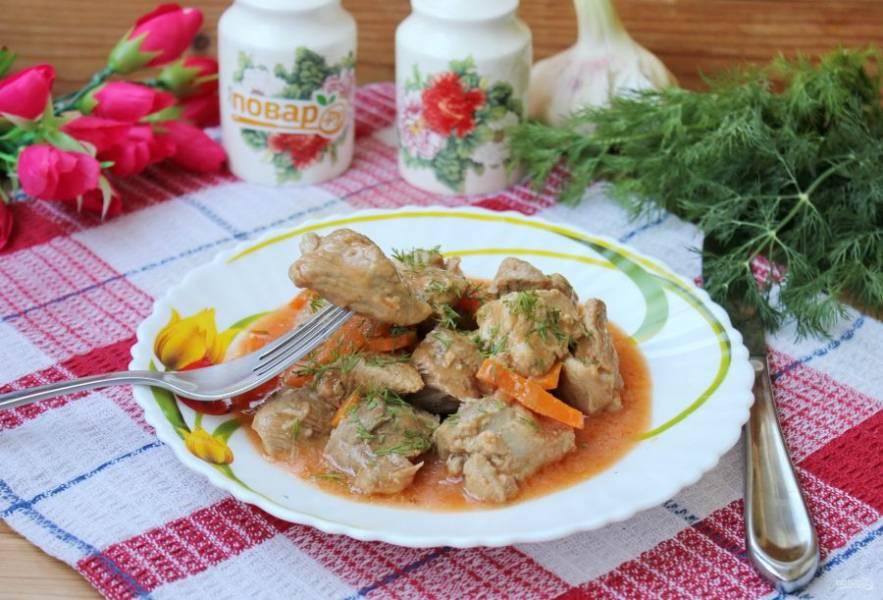 Свинина в сметанно-томатном соусе готова. Приятного аппетита!