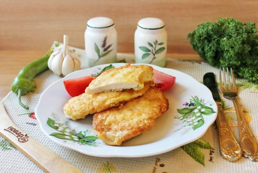 Куриное филе в белковом кляре готово. Подавайте к столу с овощами, соленьями, картофельным пюре, кашей.