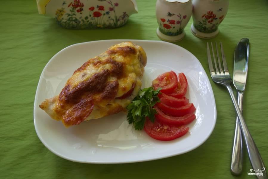 Грудка с помидорами в духовке