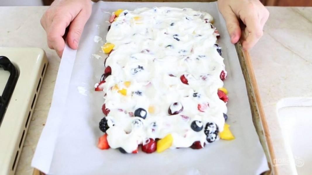 4. Потом отправьте ингредиенты в морозилку на 2 часа.