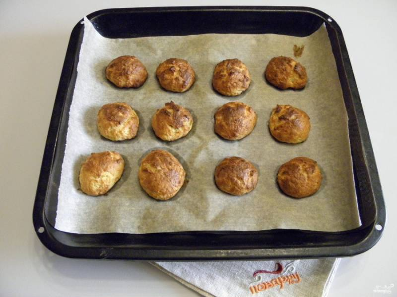 Готовое печенье снимите с противня, остудите на решетке. Приятного!