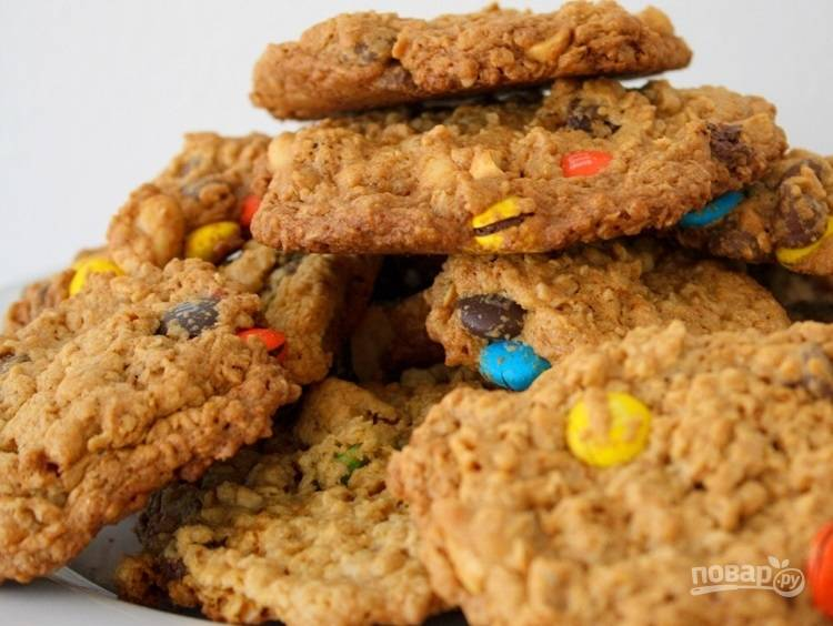 Овсяное печенье с разноцветными драже