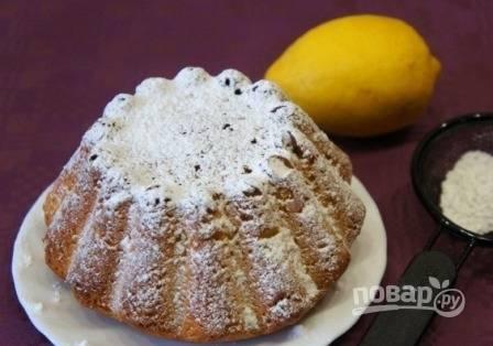 Кексы вынимаем из формы, когда остынут. Затем посыпаем сахарной пудрой и подаем к столу.