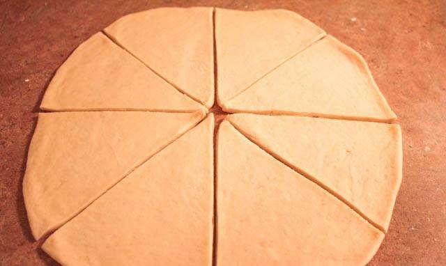 8. Разрезать на 8 одинаковых треугольников.