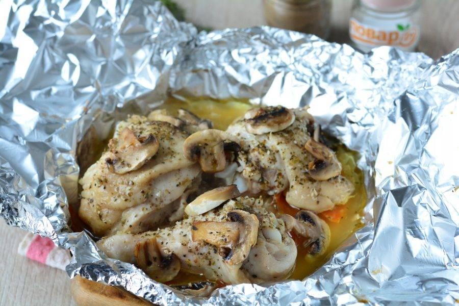Блюдо готово. Курица стала очень мягкой, овощи отдали много сока, грибы  и специи придали невероятный аромат.