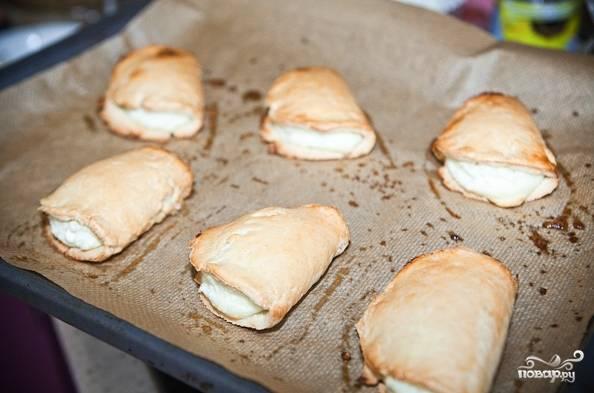 13. Вот как сделать тесто с творогом быстро и очень просто. Перед подачей остудите немного и при желании присыпьте сахарной пудрой. Приятного чаепития!