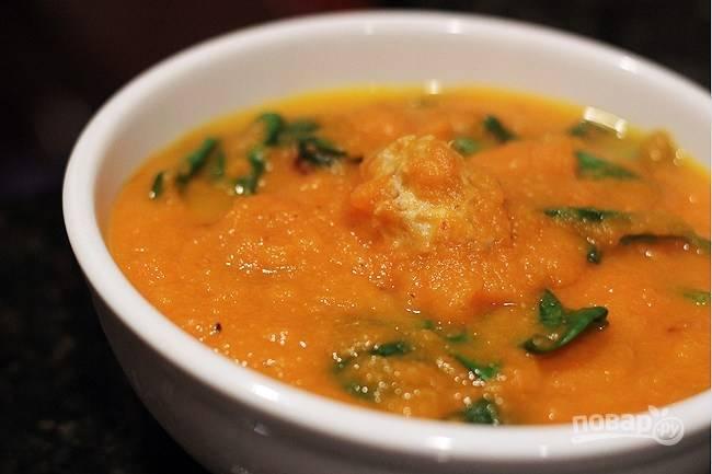 6. За минуту до готовности добавьте в супчик шпинат. Приятного аппетита!