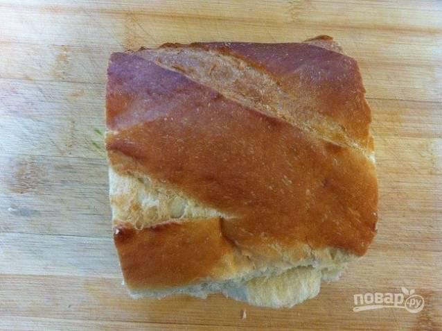 5. Тем временем нарежьте хлеб ломтиками.