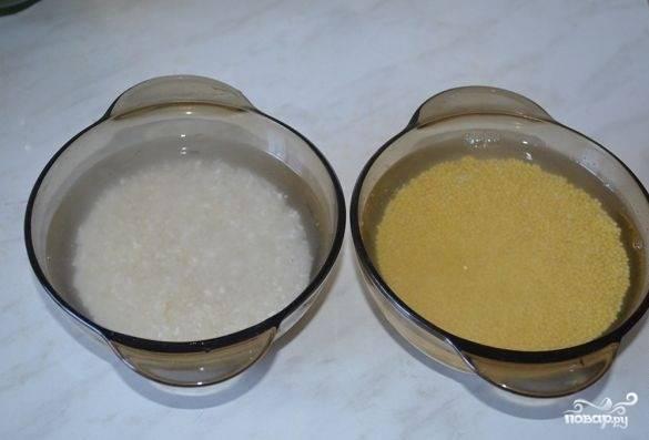 3. Крупу залейте холодной водой, затем промойте и откиньте на дуршлаг.
