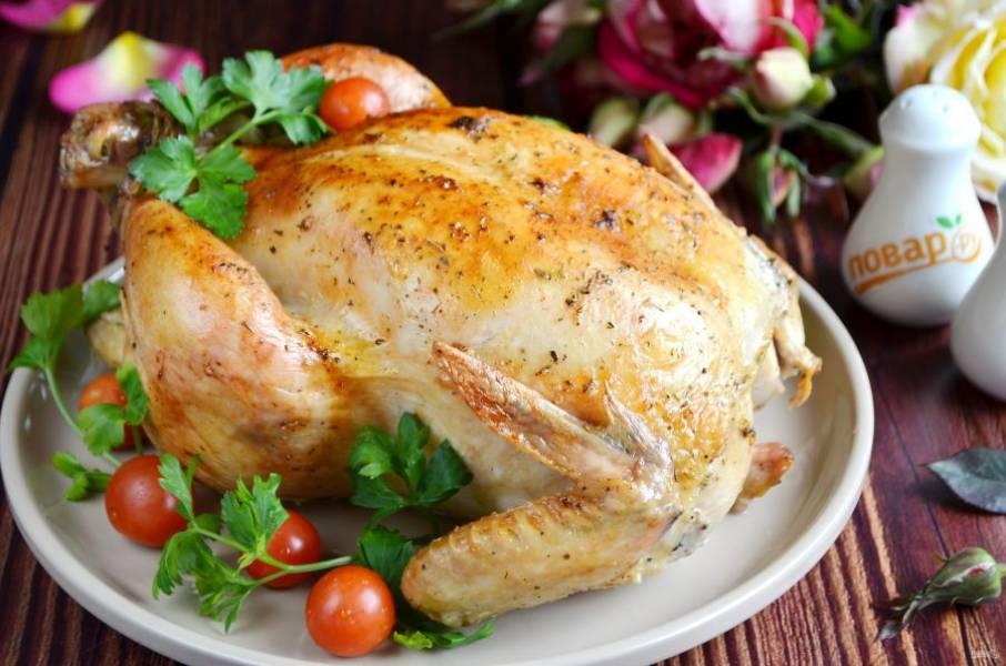 9. Готовую курочку переложите на блюдо, снимите нитки, пробуйте!