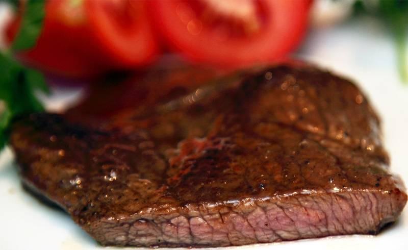 Я люблю, когда мясо внутри красноватое, так оно получается особенно нежным и сочным. Приятного всем аппетита!