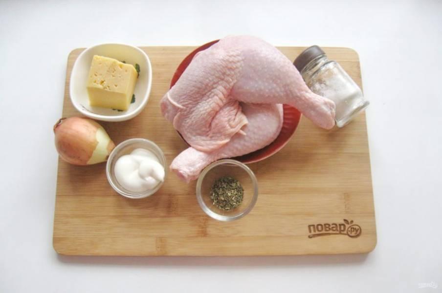 Подготовьте все ингредиенты для приготовления окорочков.