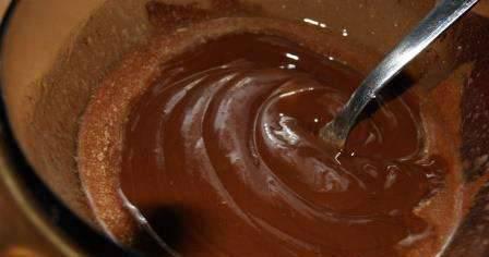 Шоколад растапливаем вместе со сливочным маслом.