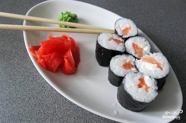 Суши с семгой