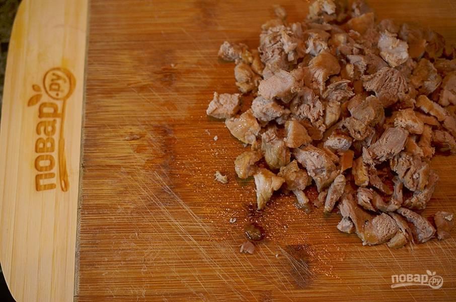 6. Тушеное мясо мелко нарежьте.
