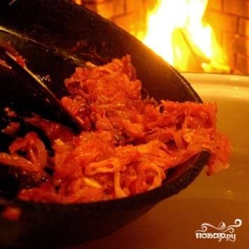 Доводим суп с картофелем до кипения, когда закипит - добавляем луковую зажарку со сковороды.
