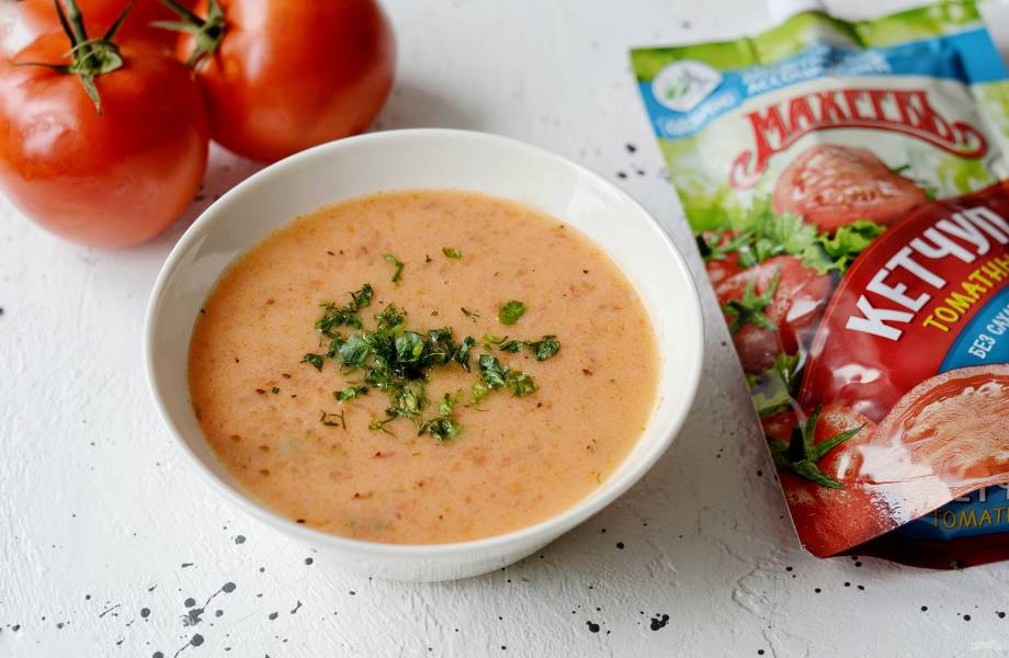 Суп с помидорами, сыром и кетчупом