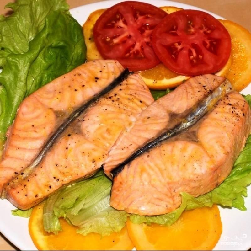 Готовую кисло-сладкую рыбку подаем с любимым гарниром и овощами. Приятного аппетита!