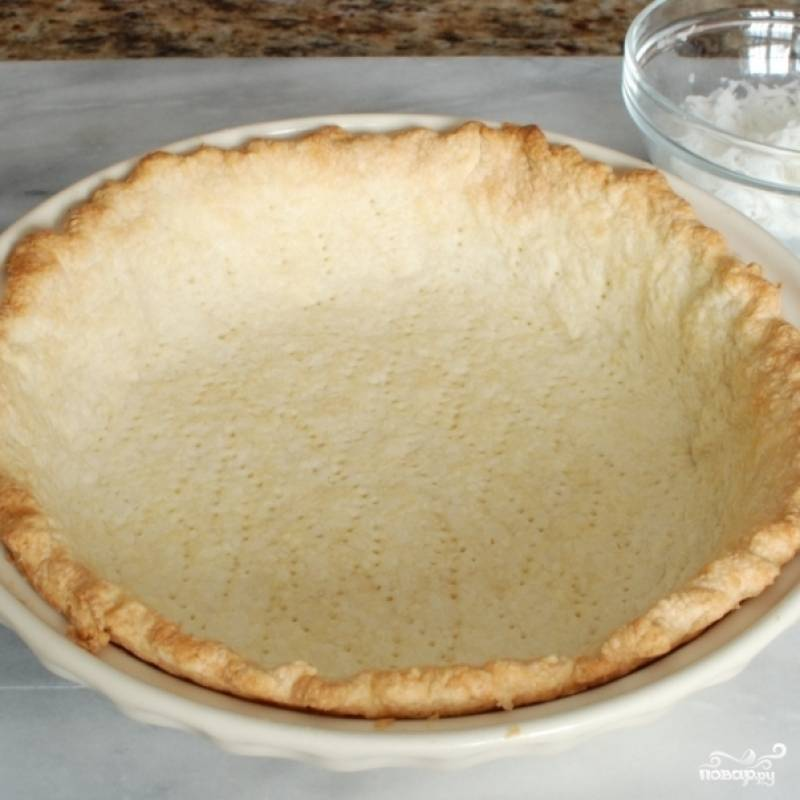 По умолчанию будем считать, что у вас уже есть полностью готовая основа для пирога. Тесто для основы пирога может быть любым, поэтому испеките до готовности то, которое вам больше нравится.