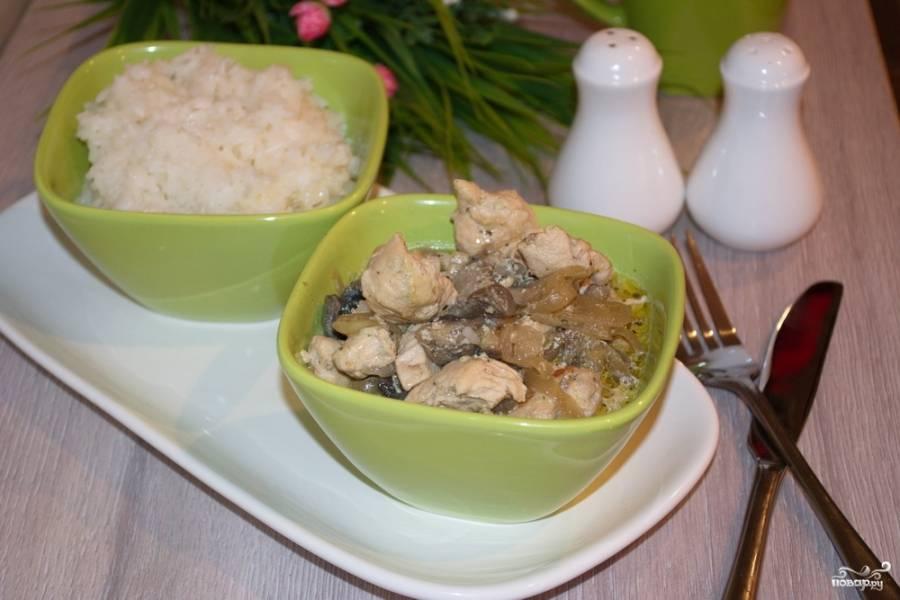 Подайте мясо к столу с рисом или картофелем.