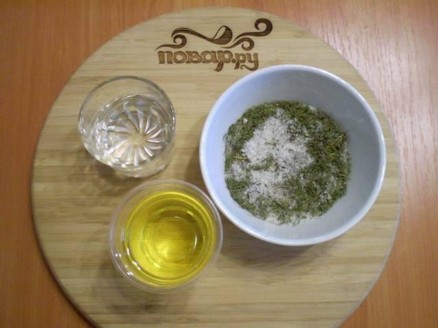 Пока варится аджика, подготовим соль, сахар, специи. Я добавила вместо свежего укропа — сушеный. Разницы во вкусе нет.