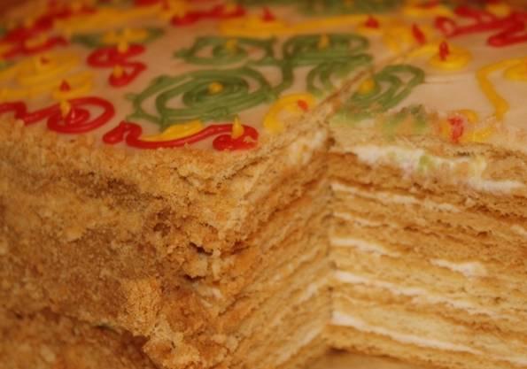 По желанию можно украсить верхушку торта глазурью. Приятного аппетита!