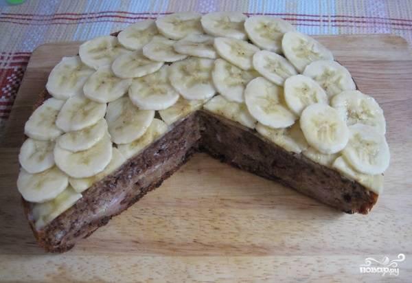 8. Вот такой несложный способ, как приготовить банановую коврижку в мультиварке. Украсьте по желанию и подавайте к столу. Приятного аппетита!