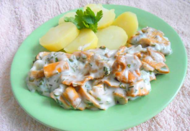 На гарнир можно сварить молодой картофель. Приятного аппетита!