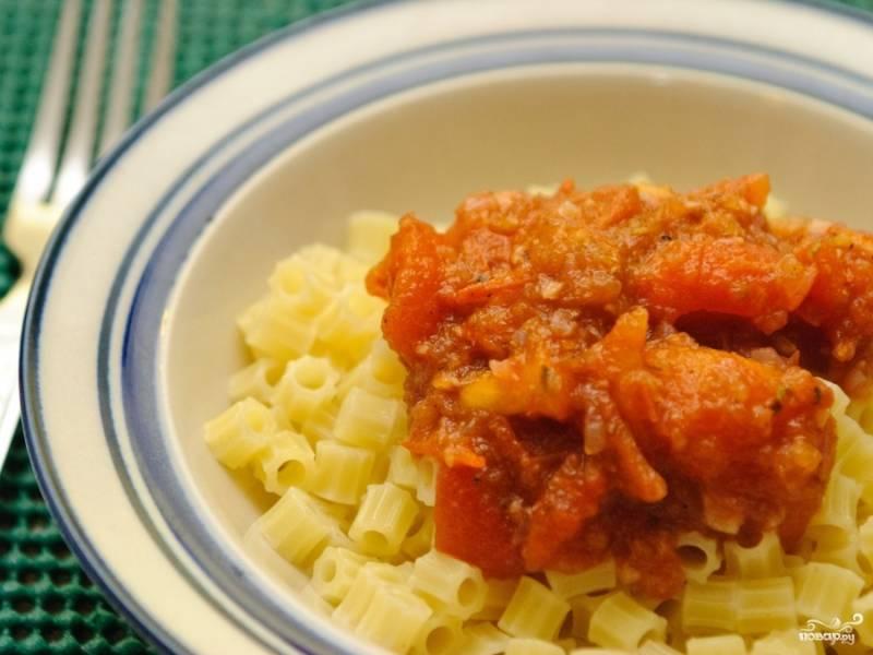 Поварите соус около двадцати минут. Ваш итальянский томатный соус готов!
