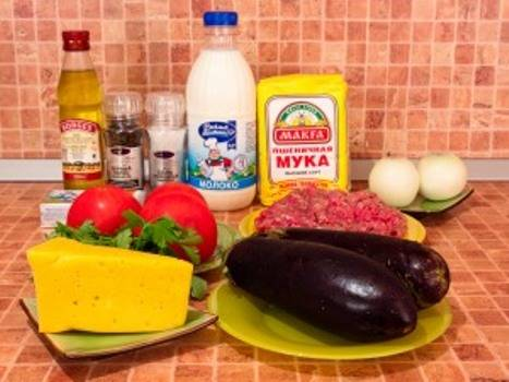 1. Для приготовления этого блюда нам понадобятся самые простые ингредиенты. Фарш можно сделать самим, а можно использовать любой уже готовый.