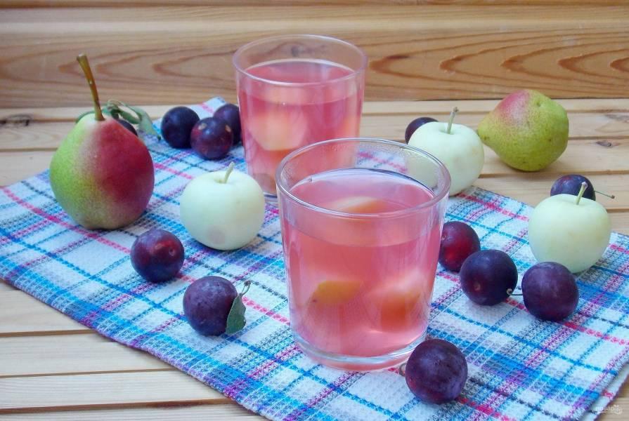 Компот из яблок, груш и алычи