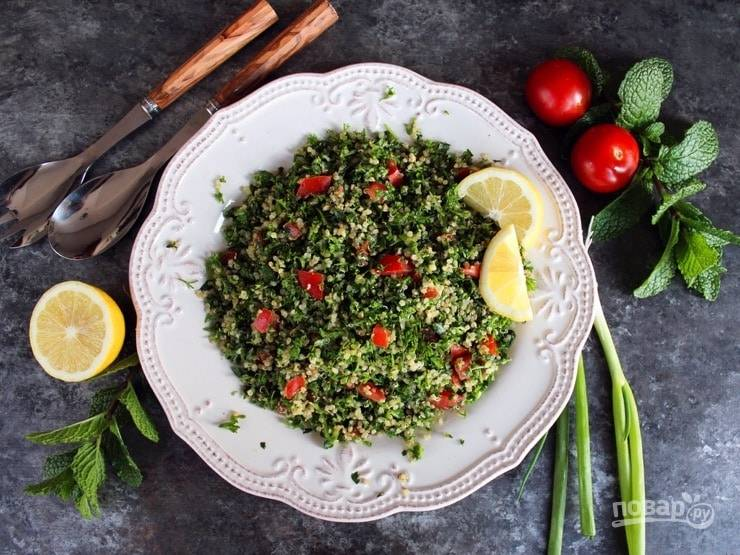 Салат из киноа с зеленью