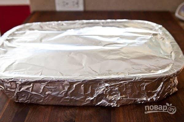 5. Накройте форму фольгой и отправьте в разогретую до 140 градусов духовку.