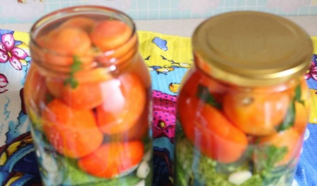 Заливаем овощи кипятком на 20 минут. Через 20 минут сливаем кипяток и заливаем еще раз.