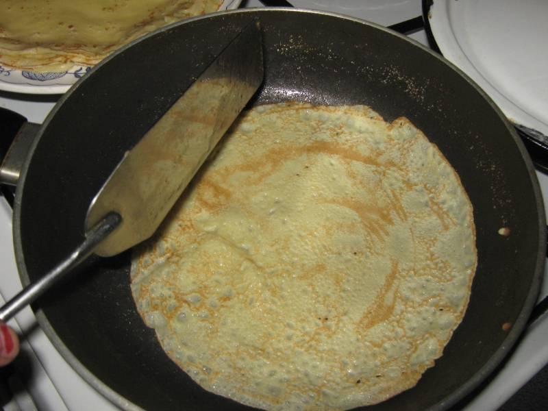 4. Жарим на хорошо прогретой сковороде, смазанной маслом.