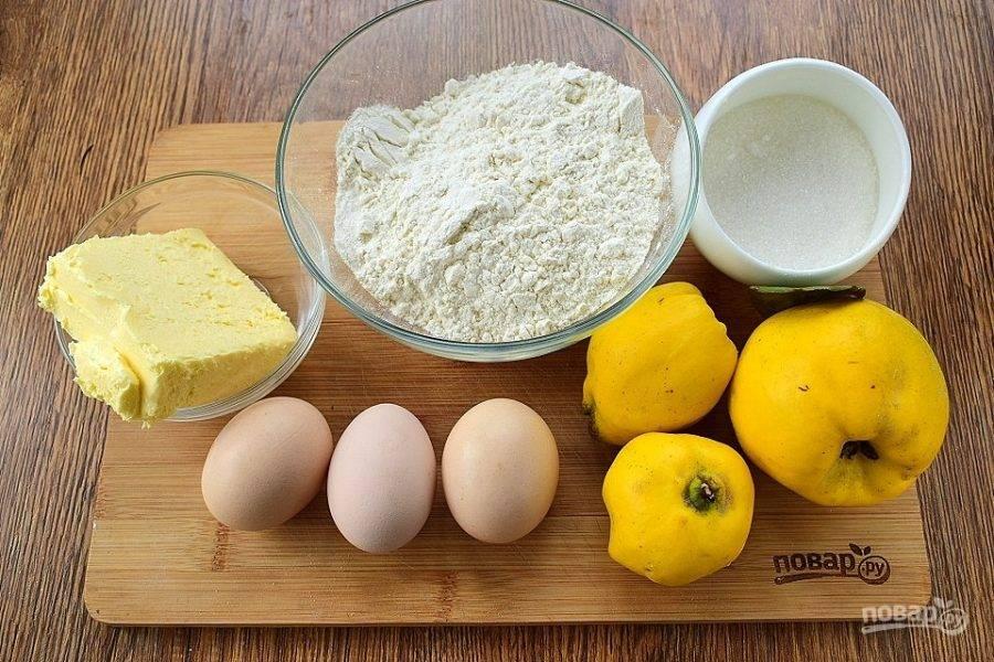 Подготовьте необходимые продукты.  Айву тщательно вымойте.