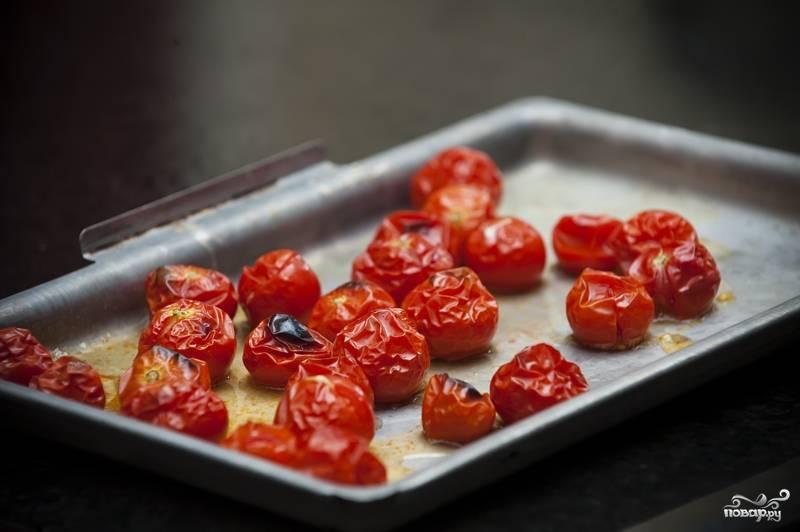 """6. Наши помидоры в духовке уже начали приобретать """"загорелый"""" вид; как только помидоры станут сморщенными и слегка коричневыми, вытаскивайте их."""