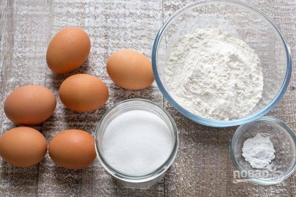 1. Подготовьте ингредиенты для замешивания теста.