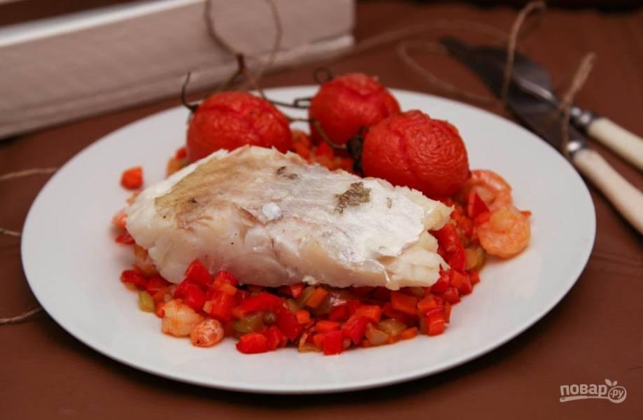 Рыбное филе, жаренное с овощами и креветками