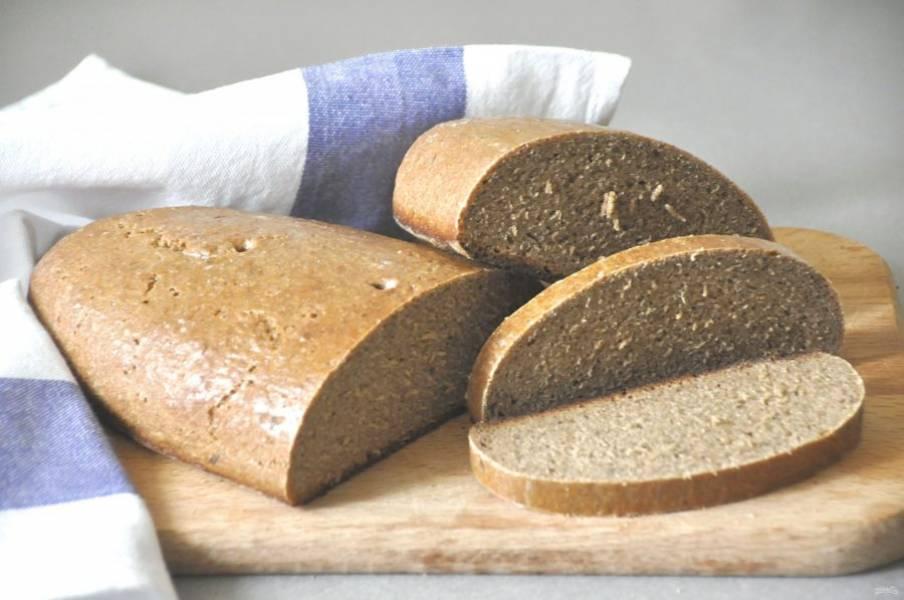 Через 8-12 часов можно пробовать этот легендарный хлеб. Благодаря способу готовки и составу он может храниться без ущерба вкусу до 10 дней.