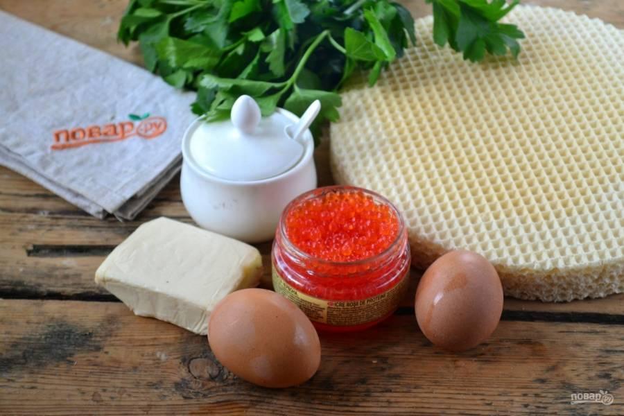 Подготовьте все необходимые ингредиенты. Яйца отварите вкрутую и охладите.