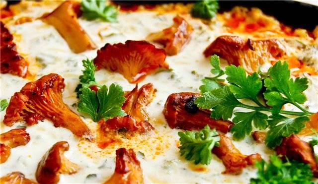 3. При подаче каждую порцию обильно украсьте тертым сыром. Зелень - по вкусу. Приятного аппетита!