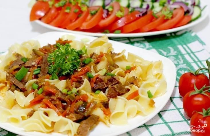 Тушите до мягкости мяса. Посолите и поперчите по вкусу. Приятного аппетита!